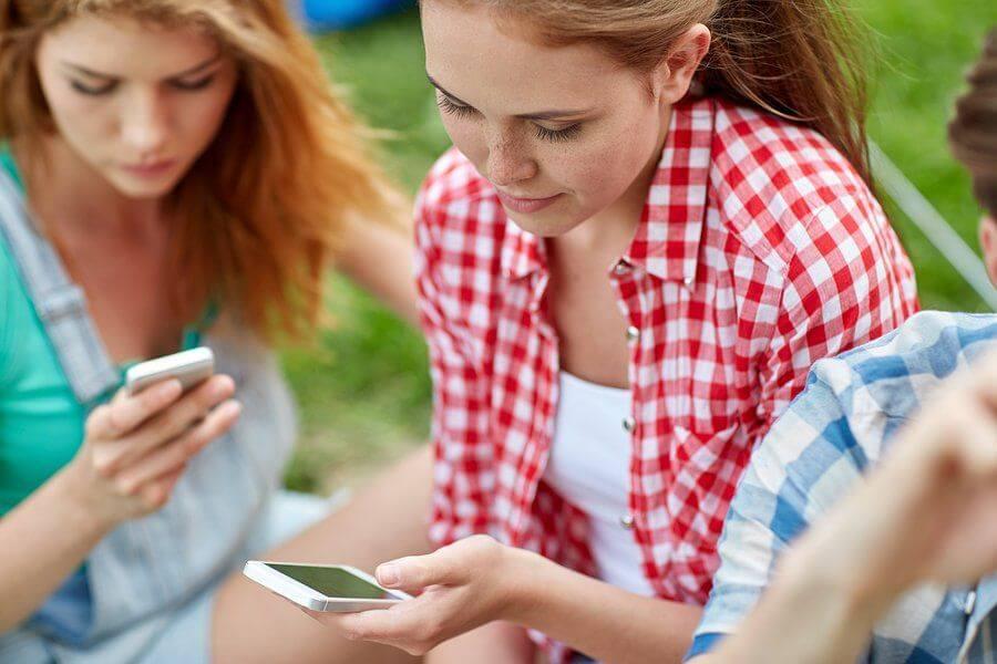 подростковая зависимость от телефонов