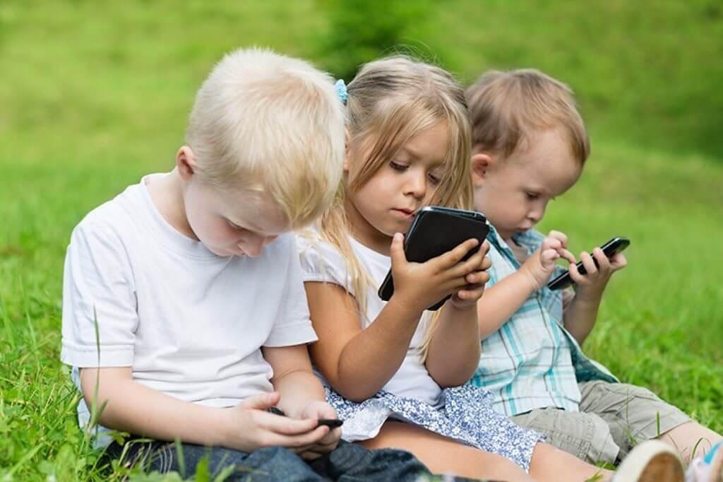 детская зависимость от телефонов