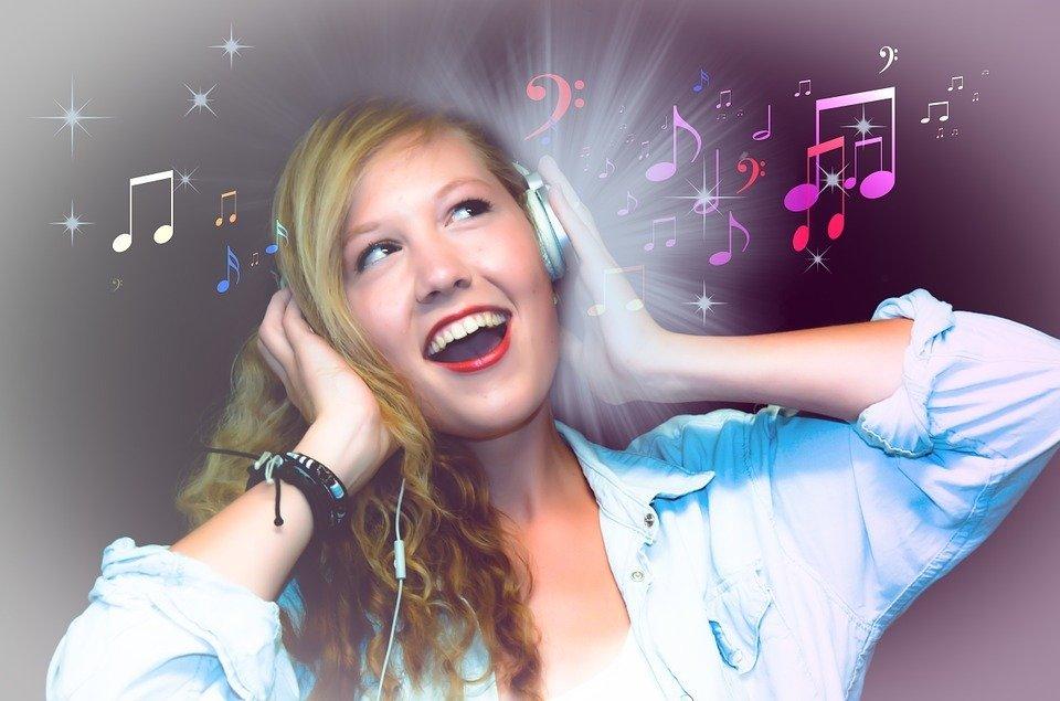 https://cdn.pixabay.com/photo/2013/02/22/09/03/singer-84874_960_720.jpg